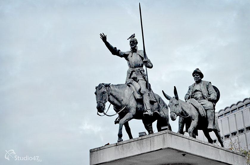 Памятник Дон Кихоту и Санчо Пансе