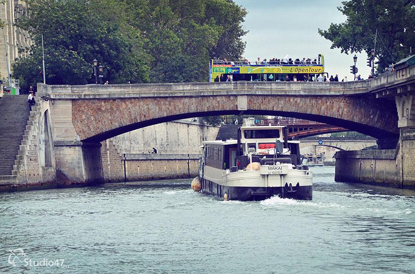 Мост через реку Сену