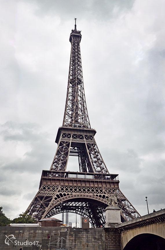 Мост через реку Сена в Париже