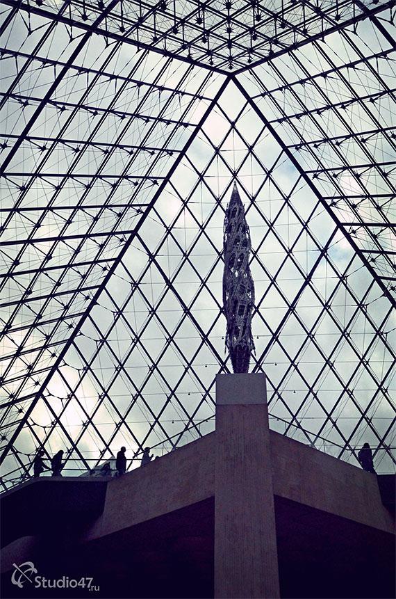 Центральный холл Лувра